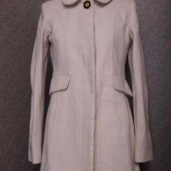 Новое брендовое пальто сливочного цвета