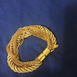 Magnetic clasp bracelet