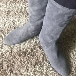 Boots suede new, inside the skin .Italy p 37