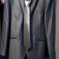 Το κοστούμι είναι γκρι