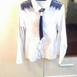 Школьная блузка с галстуком.