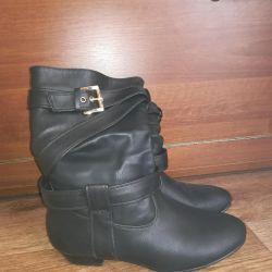 Ελαφριές μπότες 37