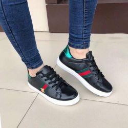 Spor ayakkabısı mevcut yeni