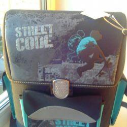 Yeni okul çantası