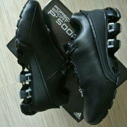 Şık spor ayakkabı adidas piston tasarımı