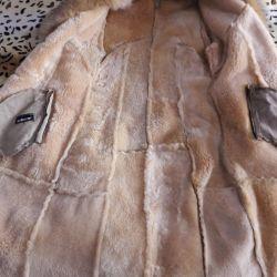 Sheepskin coat straight. 42-44 size Collar fox. Bargaining