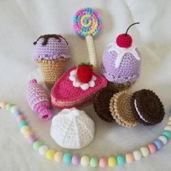 Minislots knitted toys