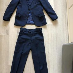 Costum pentru 6-8 ani (cravata ca un cadou)