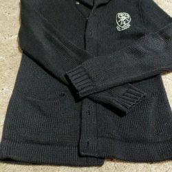 Tricotat cardigan pentru un adolescent.