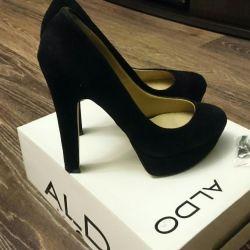 Women's suede shoes. R-p39