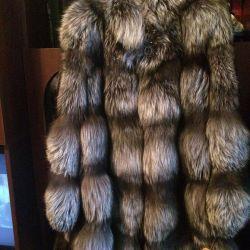 Ασημί γούνινο παλτό