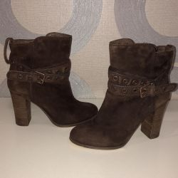 Boots natural suede