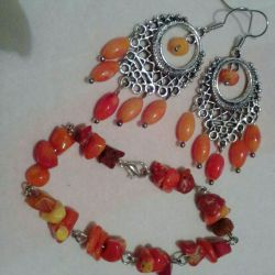 Set of earrings + coral bracelet.