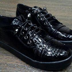Pantofi pentru femei mici