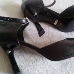 Туфли-босоножки, новые, Caprise, р-38