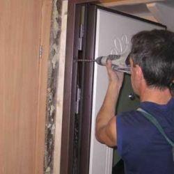instalarea ușilor de intrare