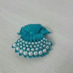 Hair pin with beads