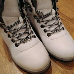 Boots are female. 37