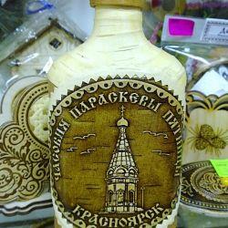 Стеклянная бутылка обтянутая берестой