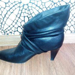 Νέες μπότες φθινοπώρου