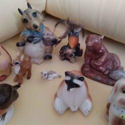 Figurine diferite într-o singură mână