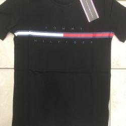 Το νέο μπλουζάκι της Tommy Hilfiger. Μαύρο