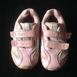 Spor ayakkabılar.
