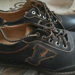 Νέα κομψά παπούτσια