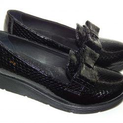 Θα πωλούν, νέα φυσικά, δερμάτινα παπούτσια