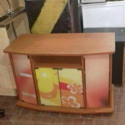Televizyonun altında bir kaldırım taşı satacağım