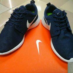 Продам кроссовки найк, Nike rosherun