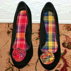 Pantofi strălucitori cu decor original pe nasul P 39