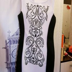 Νέο ασπρόμαυρο φόρεμα