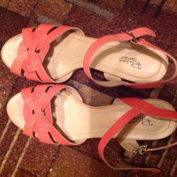 Kadın sandalet saygı