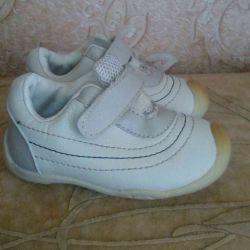 Ανδρικά παπούτσια natur.kozha για τα πρώτα βήματα