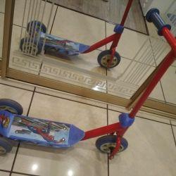 Örümcek Adam bir resim ile Scooter üç tekerlekli bisiklet