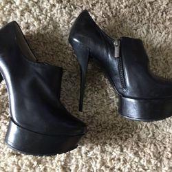 Pantofi noi din piele glezna p37 Italia.