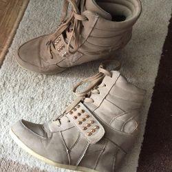 Boots, arrowroot
