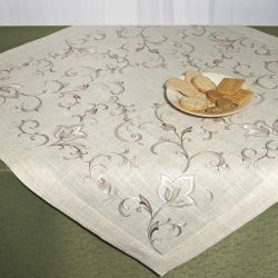 Set the track on the table, tablecloth and pillowcases.