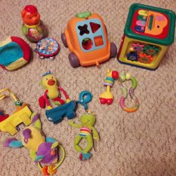 Çocuklar için etkileşimli oyuncaklar vereceğim.