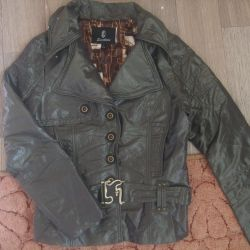 Yeni bir ceket ve yağmurluk satacağım