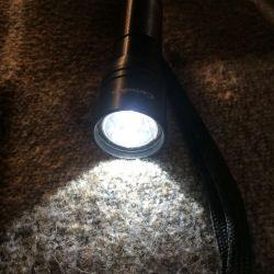 Светодиодный фонарик Camelion