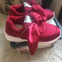 Μοντέρνα αθλητικά παπούτσια, 26 σ.