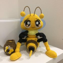 Bee with pot
