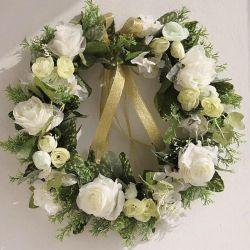 Wreath on the door of the bride