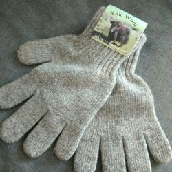 Gloves made of camel wool, very warm