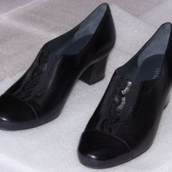 39 Low shoes leather by Cavaletto black