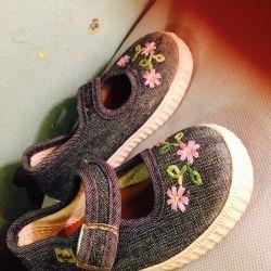 İlk adım için ayakkabılar.