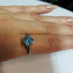 Кольцо с топазом и бриллиантами. Золото 585
