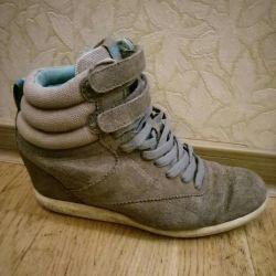 Voi vinde pantofii Reebok originali